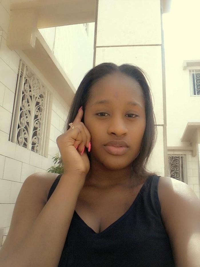 Voici Esther Ndiaye dite Eshoo, une fille très connue des restaurants et boites de nuit des Almadies car elle y est tous les jours