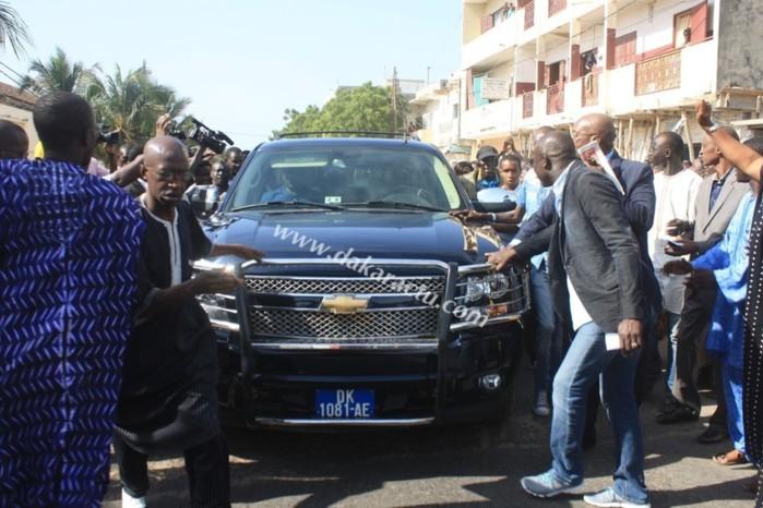 En images, revivez l'entrée de Karim Wade dans les locaux de la gendarmerie.