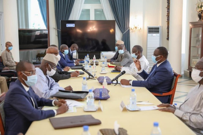 INONDATIONS AU SÉNÉGAL : Macky Sall offre 3 milliards aux populations.