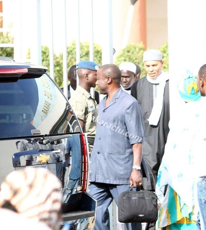 En images, Karim Wade à sa sortie du bureau du Doyen des juges.