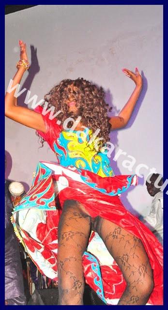 Danses obscènes : Kiné, la danseuse de Viviane a fait pire que Mbathio Ndiaye lors d'une soirée au Penc Mi (Regardez les IMAGES)