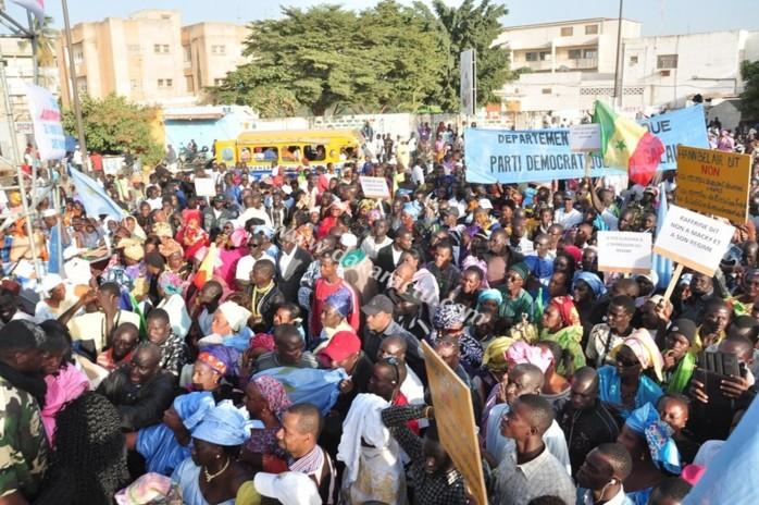 En images, le rassemblement des libéraux à la place de l'Obélisque.