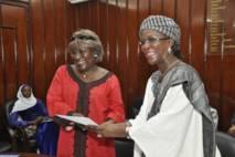 Signature d'une convention de  collaboration entre le professeur Amssatou Sow Sidibé et  Ndioro Ndiaye ex-ministre de la famille et de l'enfance