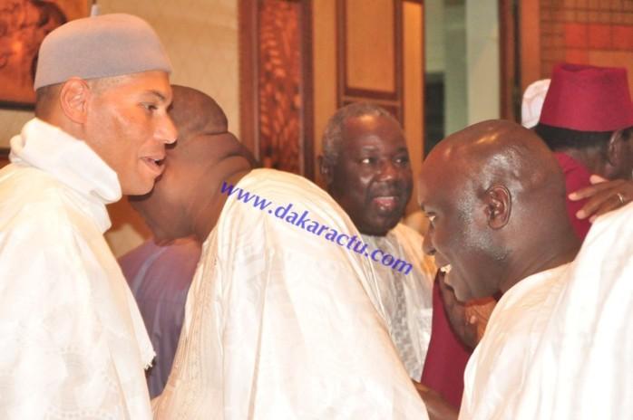 King Fahd Palace : Karim Wade quitte le salon d'honneur pour se réfugier dans la salle de conférence à l'arrivée d'Idrissa Seck.