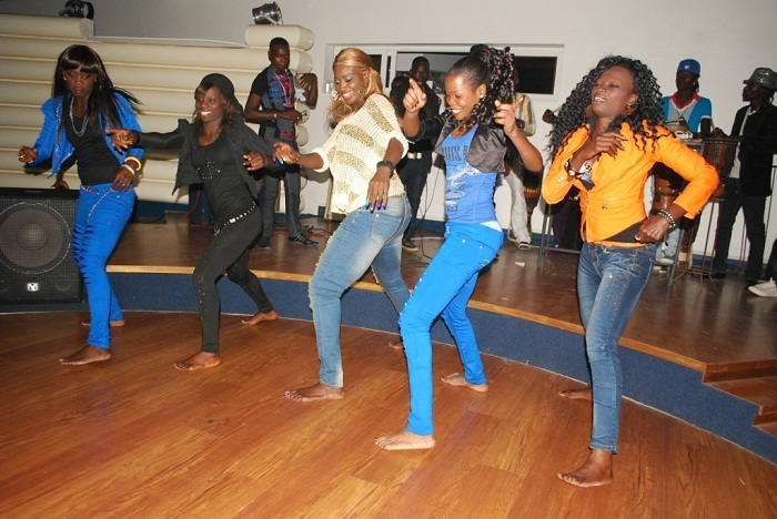 Ndeye Gueye Et Ses Danseuses Ont Chauff 233 Le President Du