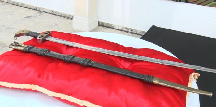 L'Assemblée nationale française approuve la restitution du sabre d'El Hadj Omar Foutiyou Tall au Sénégal.