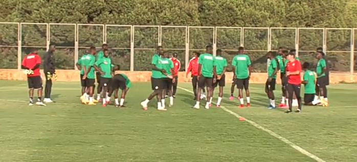 Amical Maroc - Sénégal  : Le groupe quasiment au complet lors du 3 ème galop d'entraînement...