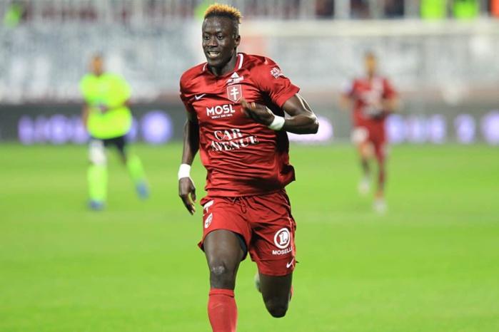 Metz : Ibrahima Niane gravement blessé à l'entraînement, une indisponibilité de 6 mois évoquée.