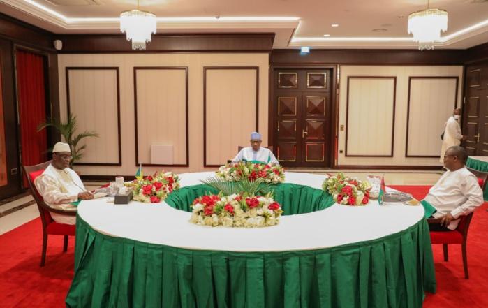 Nigeria : Le président Macky Sall s'entretient avec son homologue Buhari...