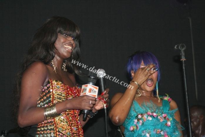Ndeye Gueye montre encore son derrière à la soirée de Titi