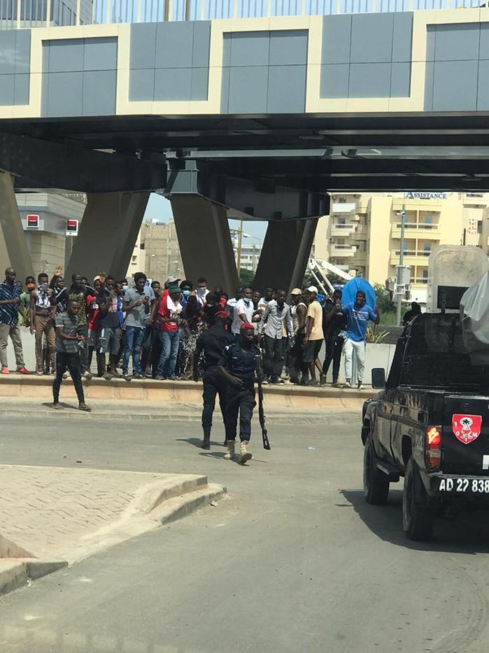 Dakar : Manifestation des partisans de Cellou Dalein Diallo devant l'ambassade de la Guinée au Sénégal.