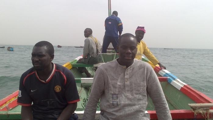 Malick Gackou avec ses amis d'enfance devenus pêcheurs à Thiaroye-sur-Mer (photos)