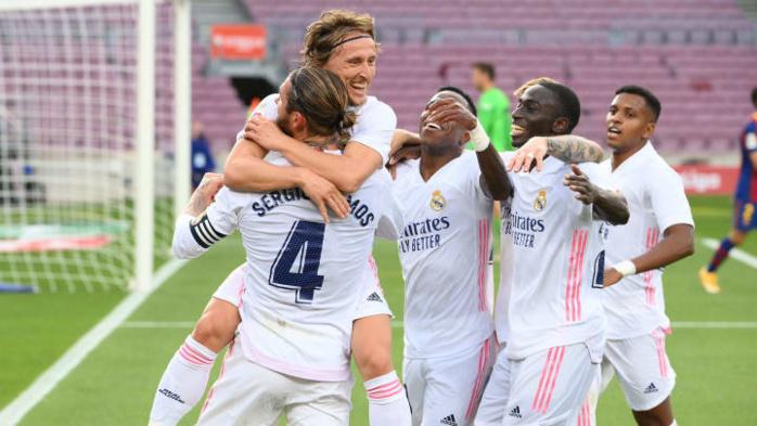 El Clásico : Le Real Madrid surprend le Barça à domicile (1-3).