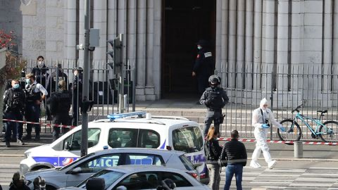 France : Une attaque dans une église à Nice fait 3 morts, un suspect interpellé...