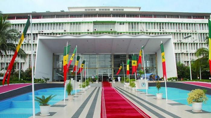 Décès de Iba Der Thiam : l'Assemblée nationale représentée par son premier Vice-Président à la levée du corps