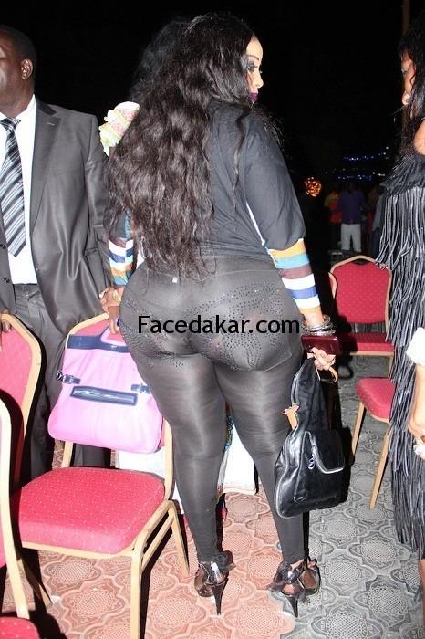 Oumy Gaye la miss Jongoma exhibe ses fesses dans la rue (photos)