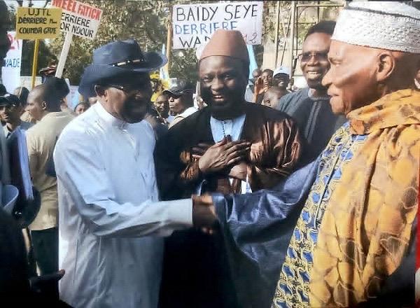Décès de Iba Der Thiam : Le président Abdoulaye Wade rend hommage à celui qu'il surnommait «Mon Professeur».