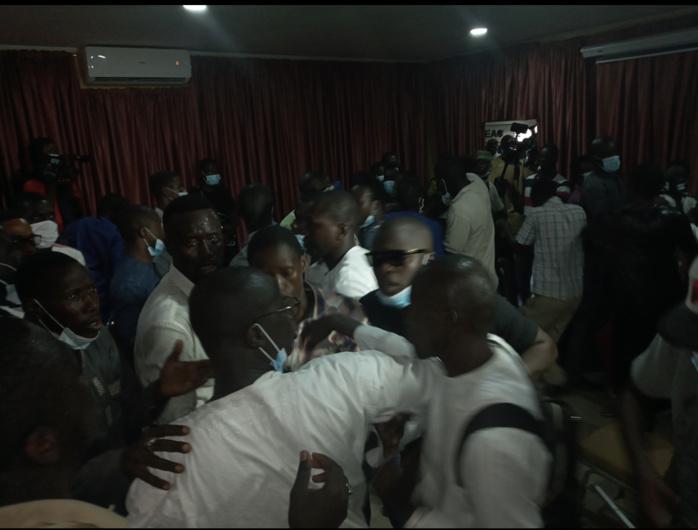 Dernière minute : La conférence de presse des jeunes Rewmistes dispersée par des étudiants du même parti.