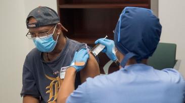 Covid-19 : Ce que l'on sait du candidat vaccin de Moderna, efficace à 94,5% selon le laboratoire...