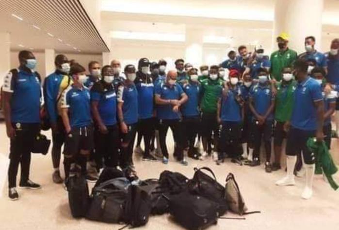 4e journée des éliminatoires CAN 2022 : La délégation Gabonaise bloquée à l'aéroport de Banjul pendant 6h crie au scandale.