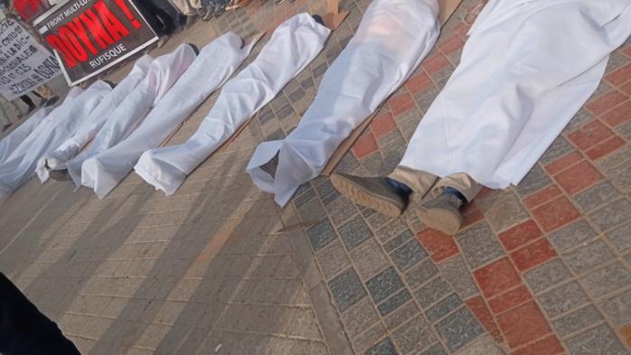 Place de la Nation : L'hommage inédit de la plateforme multi-lutte DOYNA à l'endroit des victimes de l'immigration irrégulière. (IMAGES)