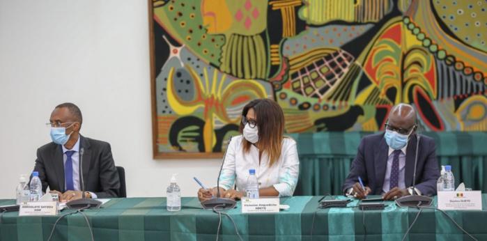Programme décennal de lutte contre les inondations : Le président Macky Sall a reçu le rapport de la Mission d'information de l'Assemblée Nationale.