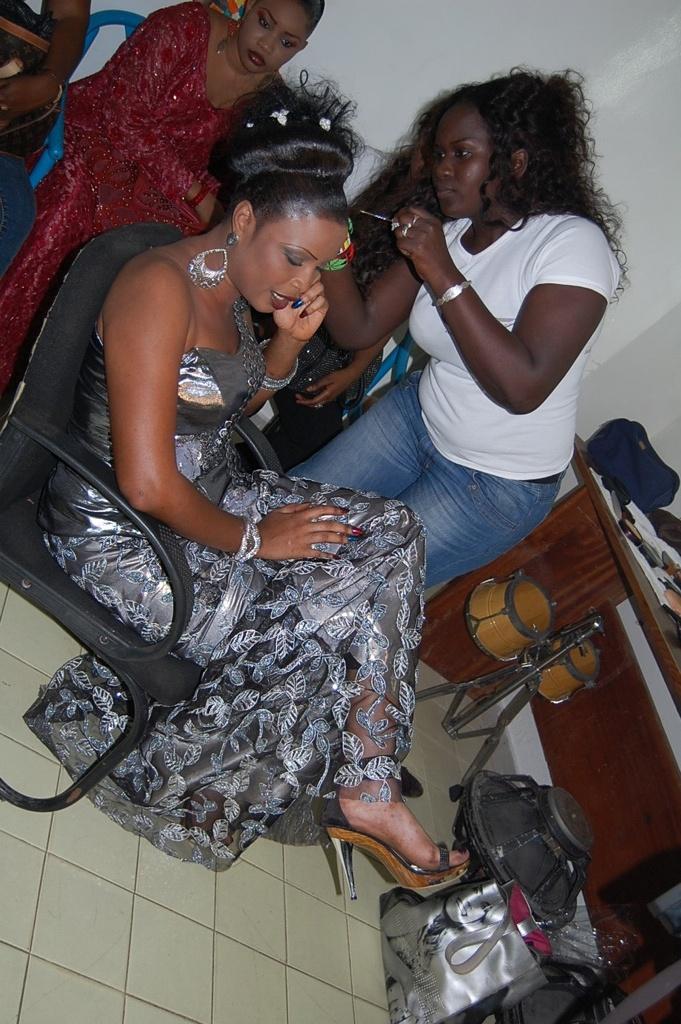 Depuis la publication de ses fameuses photos, la danseuse Mbathio Ndiaye se starise de plus en plus