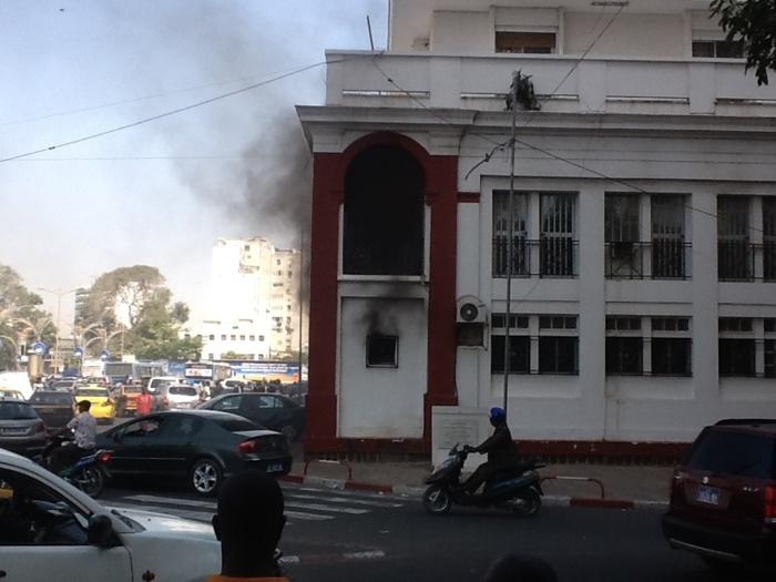 Les images de l'incendie qui s'est déclaré ce matin au ministère des affaires étrangères