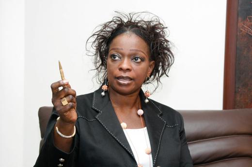 """Revue de presse : """"Logée par l'Etat, Ndèye Khady Guèye percevait 1.250.000 francs CFA par mois à la comptabilité du Fonds de promotion économique (FPE) pour payer son loyer. Alors qu'elle habitait dans une maison de fonction"""""""