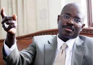 ADMINISTRATION DU MONUMENT DE LA RENAISSANCE : Abdel K. P. Fall sur chaise éjectable