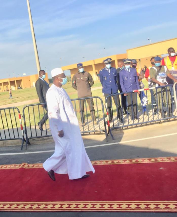 Cérémonie d'hommage à Pape Bouba Diop : Le président Macky Sall est arrivé à l'Aibd.