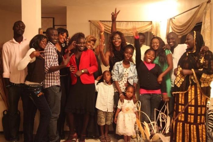 La diva de la musique africaine, Coumba Gawlo entourée de sa famille le jour de son anniversaire