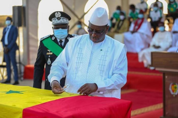 Hommage de la Nation / « Papa Bouba Diop, 1er sportif élevé au rang de grand officier dans l'ordre national du lion »