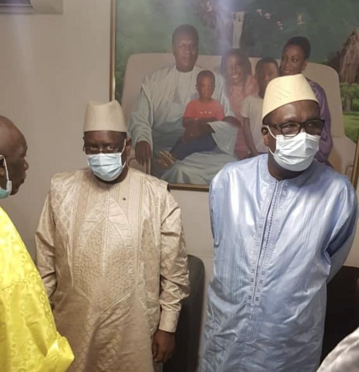Condoléances : Le président Macky Sall chez Me Ousmane Ngom.