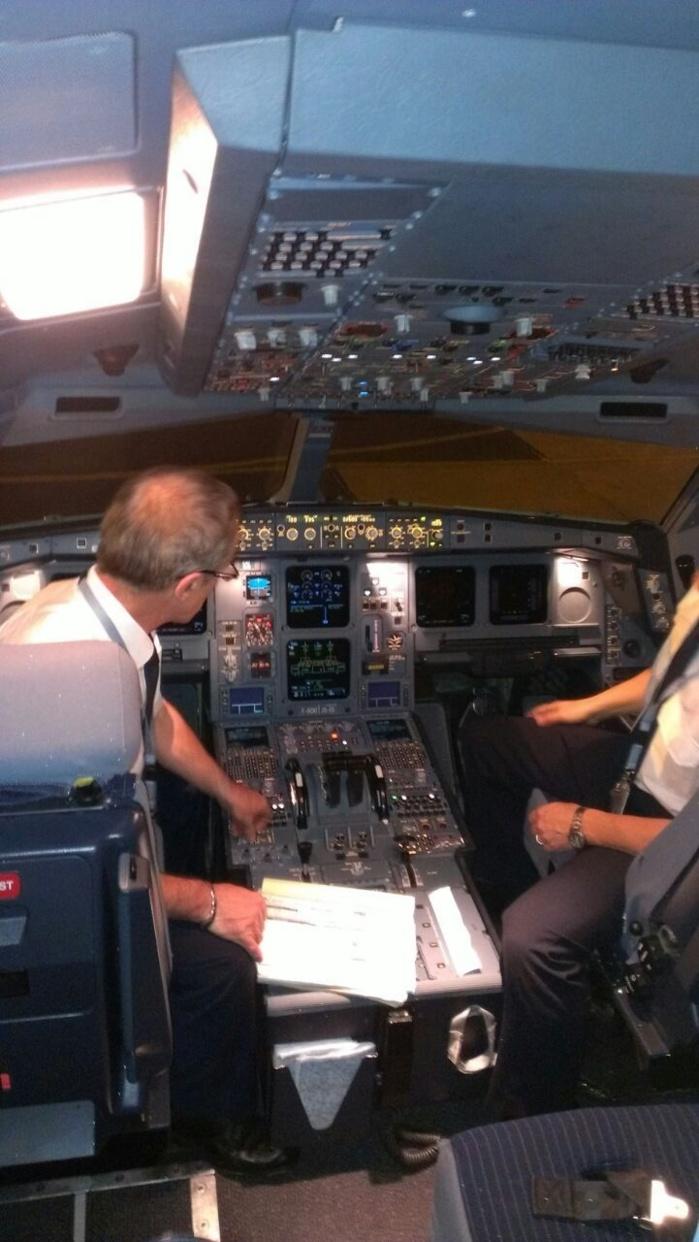 Visite guidée de l'A330-300 de Corsair International à Dakar le 12 Février 2013 (PHOTOS)