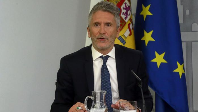 Covid-19 : Quand le ministre de l'Intérieur Espagnol défend les émigrés irréguliers accusés d'être des facteurs de propagation.