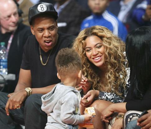 Egypt, le fils de Alicia Keys et Swizz Beatz joue avec le couple Beyoncé et Jay Z au All Star Game