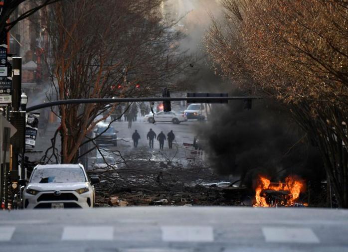 ETATS-UNIS : Une explosion impressionnante dans le centre de Nashville fait trois blessés.
