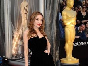 Angelina Jolie, Kim Kardashian, Fergie : Les robes signature des stars
