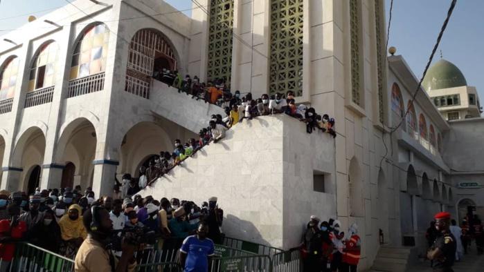 Médina Baye : La dépouille Seyda Mariama Niass vient d'arriver à la grande mosquée.
