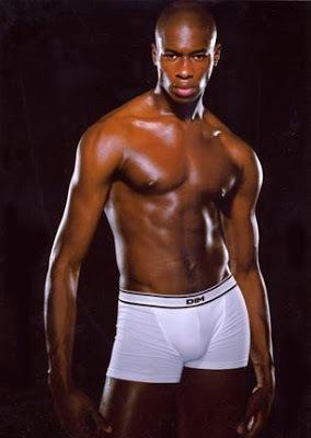 Le sénégalais Téné Gaye est à 27 ans l'un des mannequins noirs qui montent en France