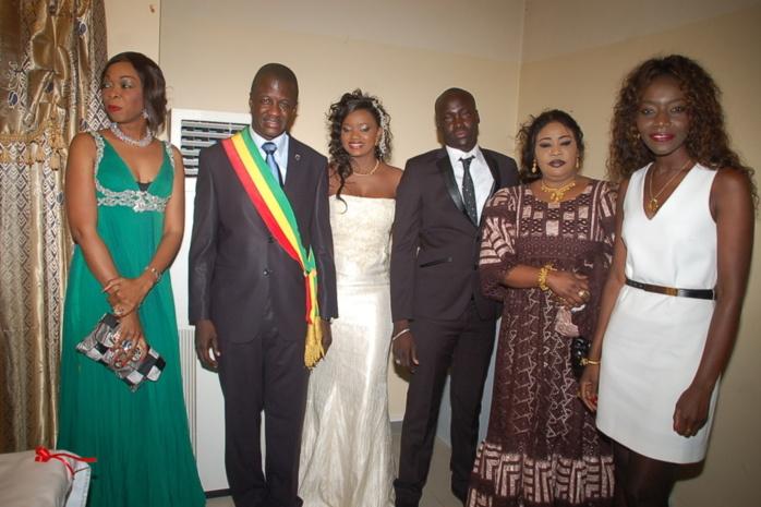 Coumba Gawlo, témoin de mariage de son frère Makhtar Seck, en compagnie de Fatou Guéweul, Aby Ndour et le Dr Malick Diop