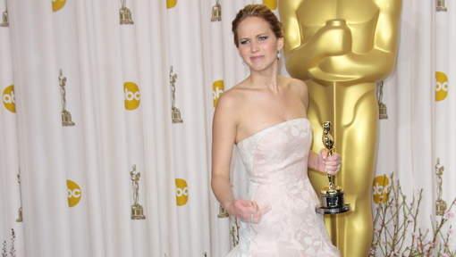Jennifer Lawrence adresse un doigt d'honneur aux photographes
