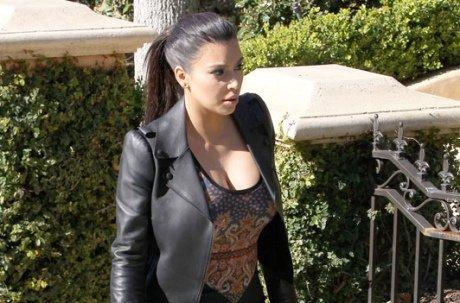 Kim Kardashian de plus en plus énorme, mais toujours sexy