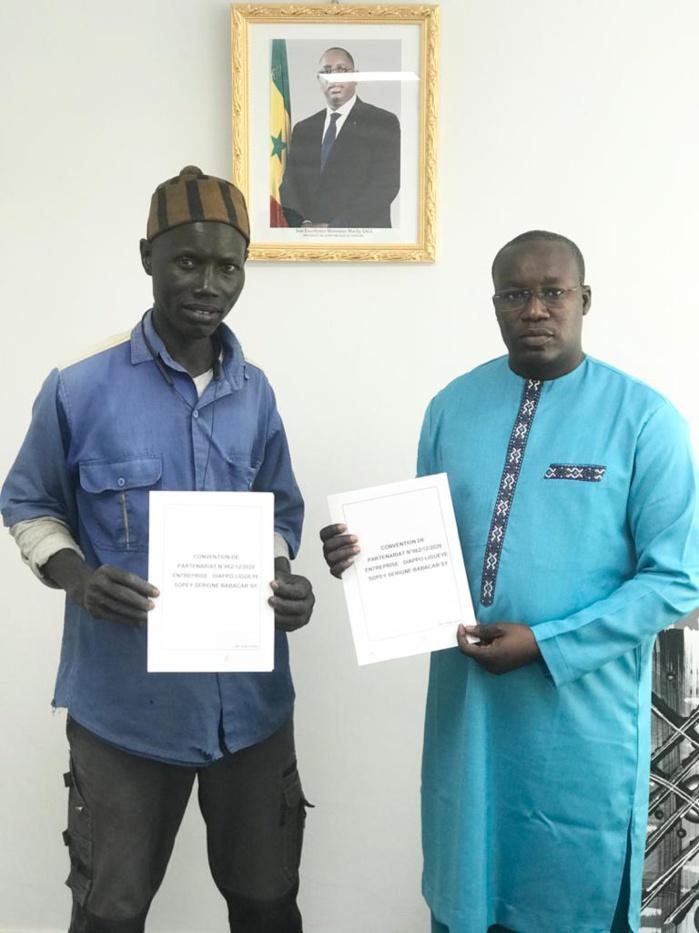 VISITE DU LOCAL DE JAPPO LIGUEY / Le Directeur de l'emploi signe un partenariat et va vers l'enroulement de 40 sourds-muets.