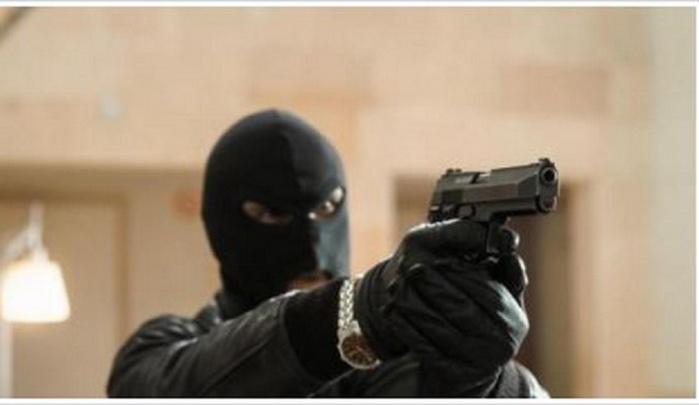 Kaolack / Thioffack : Des malfaiteurs visitent le domicile d'une commerçante, échangent des tirs avec la police et emportent quelques marchandises.