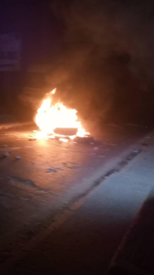 Couvre-feu : Les populations de Guédiawaye ont brûlé des pneus.
