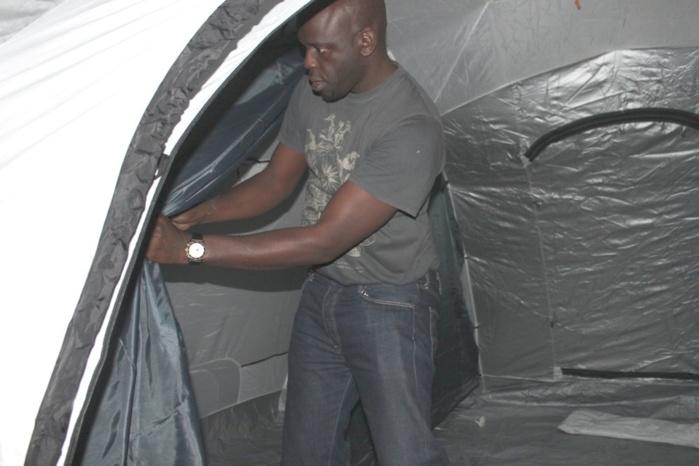 """Incendie à la rue 19 x 6 de la  Médina : Daouda Faye, beau frère du Président de la République installe des tentes de la fondation """"Servir le Sénégal"""" de la Première Dame"""