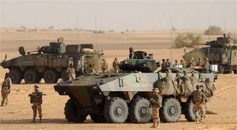 Mali - Un véhicule léger qui tentait d'infiltrer un convoi explose : six soldats français blessés.