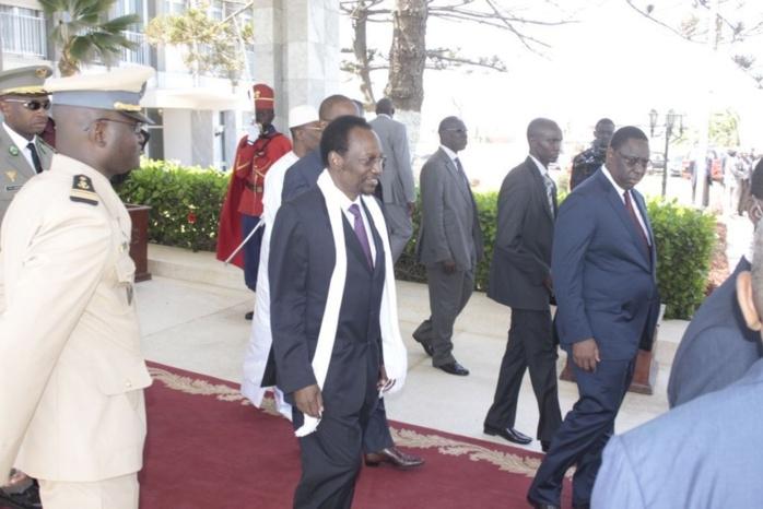 Les images de l'arrivée du président par intérim du Mali à Dakar , Mr Dioncounda Traoré